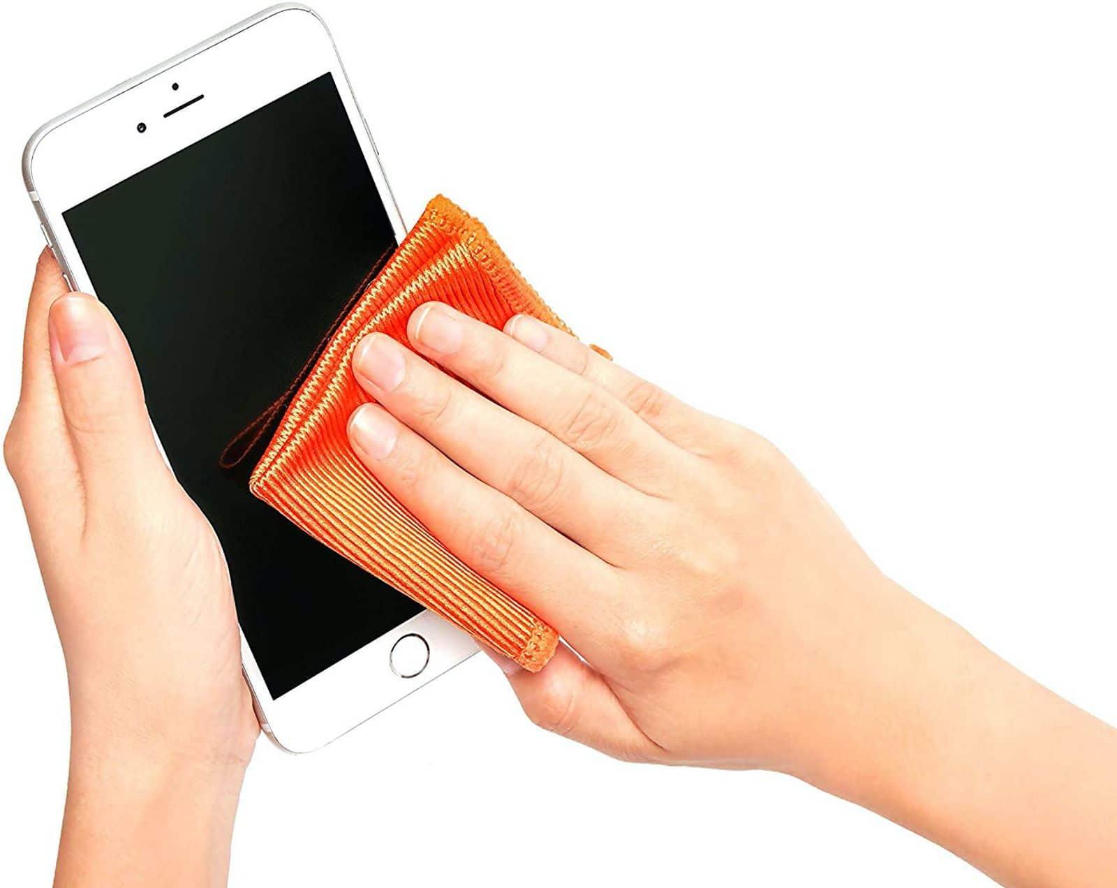 Blog | COVID-19 | Comment nettoyer avec efficacité son iPhone ? |McPrice Paris Trocadéro